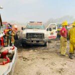 Bomberos continúan el combate al incendio del basurero